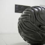 Jessica Carroll, Fase opaca, 2014, cm 50 diametro, marmo nero del Belgio (Opere scelte)